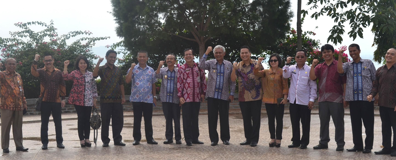 Peserta Rapat Kerja BKN Kantor Regional XI Manado yang terdiri dari Walikota Tomohon Sulawesi Utara dan Kakanreg XI beserta Rombongan Kunjungi Kampus IT Del