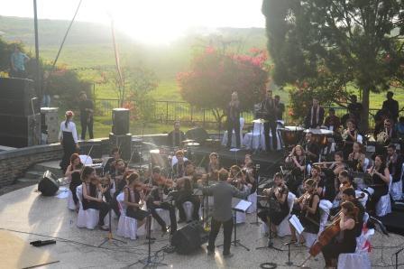 Vinculos Performs Concert at Institut Teknologi Del