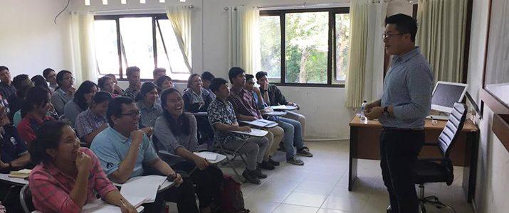 """Kuliah umum dan sharing session dari Mr. Billy tentang """"How to create an international resume dan job application""""."""
