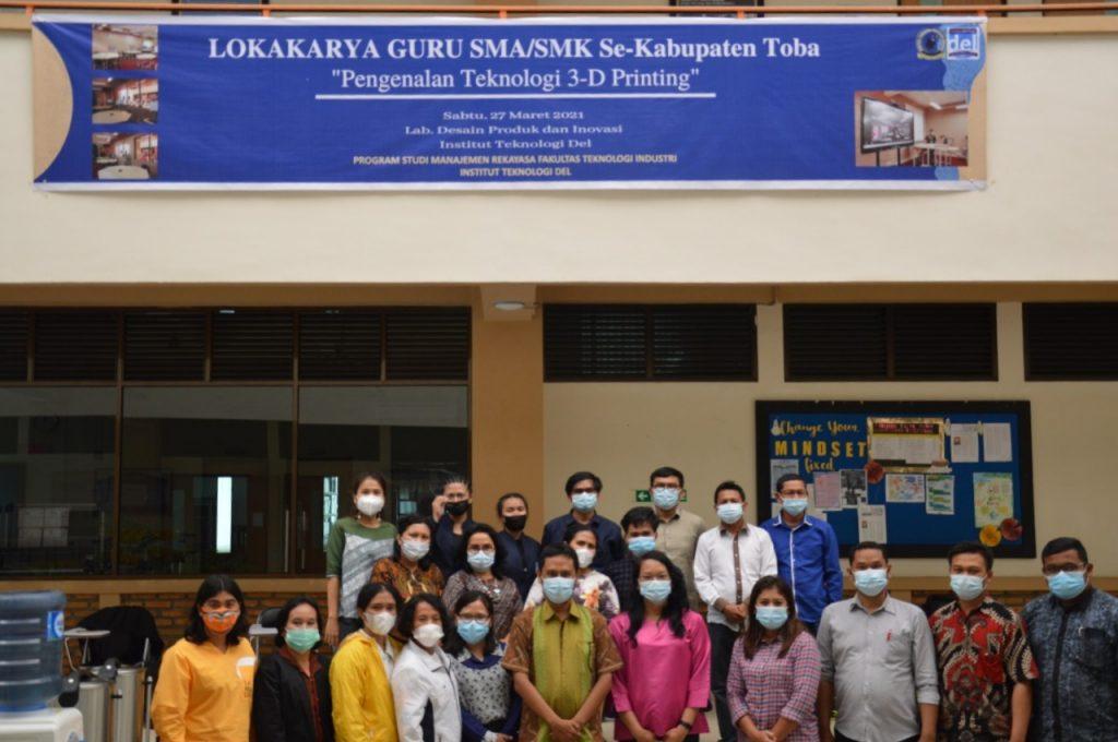 Foto bersama peserta kegiatan lokakarya Pengenalan Teknologi 3D Printing