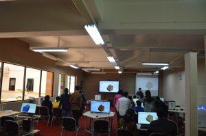 Foto para peserta lokakarya praktik menggambar objek 3D dengan menggunakan CAD Solidworks yang dipandu oleh Instruktur (2)